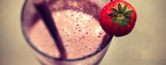 Greek yogurt strawberry smoothie